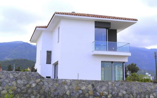 Girne Alsancak'ta Satılık Havuzlu Villa